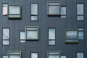 W jaki sposób wybierać kredyty na zakup nieruchomości?